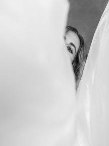 La artista: Brisa Fenoy Fotógrafa: Irene Sekulic Estilista make up/hair: Jorge Fortes (DHG Spain) Producción: Kreoidea/Marbella (Spain) Assistente de producción: Thamer Candon Equipamiento de luz: Delight Rental Service Studio setting: Kreoidea